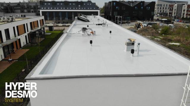 Dach z papy po aplikacji systemu Hyperdesmo
